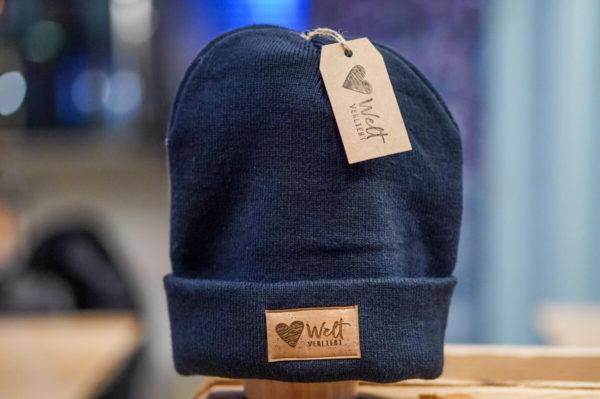 Weltverliebt-Beanie-Muetze-Blau-2
