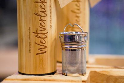 Weltervliebt-Shop-Bambus-Thermosflasche-mit-Teesieb-4