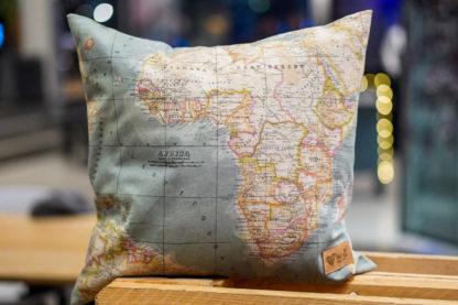 Weltverliebt-Kissen-Huelle-Weltkarte-1