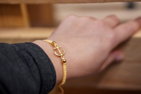 Weltverliebt-Armband-Macrame-Anker-Heimatliebe-Handgelenk