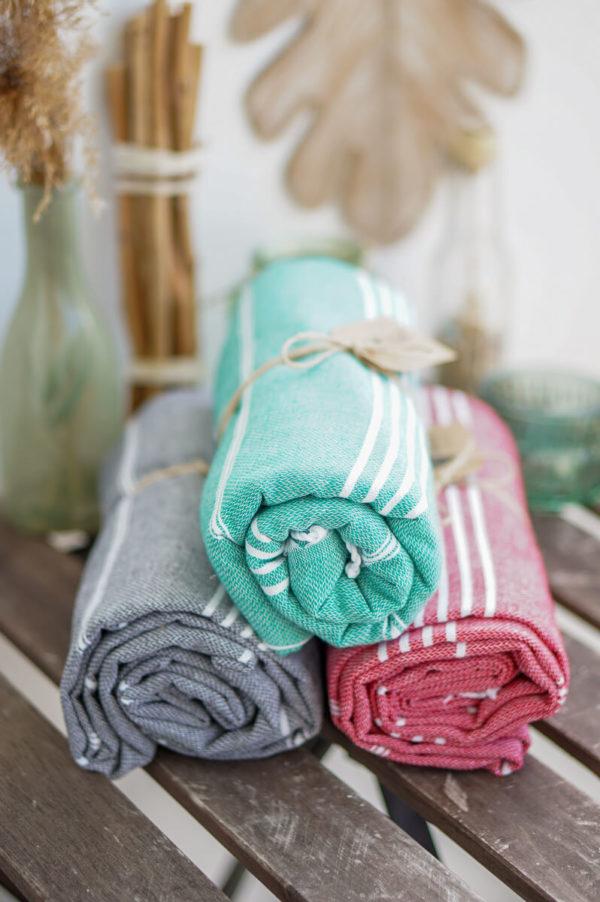 Strandtuch-alle-Farben-eingerollt